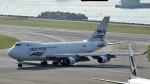FlyingMonkeyさんが、香港国際空港で撮影したシルクウェイ・ウェスト・エアラインズ 747-4H6F/SCDの航空フォト(飛行機 写真・画像)