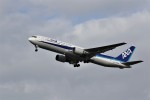 もぐ3さんが、新潟空港で撮影した全日空 767-381の航空フォト(写真)
