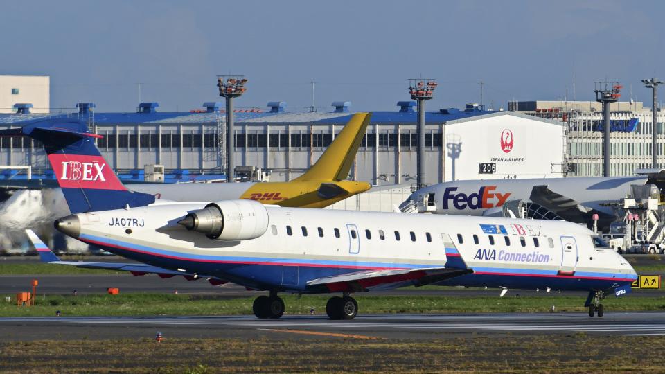 パンダさんのアイベックスエアラインズ Bombardier CRJ-700 (JA07RJ) 航空フォト