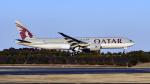FlyingMonkeyさんが、成田国際空港で撮影したカタール航空 777-2DZ/LRの航空フォト(写真)