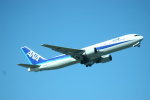 Mr.boneさんが、那覇空港で撮影した全日空 767-381の航空フォト(写真)