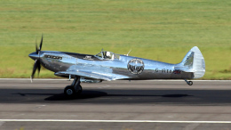 captain_uzさんが、名古屋飛行場で撮影したイギリス企業所有 361 Spitfire LF9Cの航空フォト(飛行機 写真・画像)