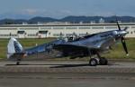 青い翼に鎧武者マークの!さんが、名古屋飛行場で撮影したイギリス企業所有 361 Spitfire LF9Cの航空フォト(写真)