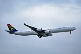 ミソカツさんが、成田国際空港で撮影した南アフリカ航空 A340-642の航空フォト(写真)