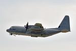 鈴鹿@風さんが、嘉手納飛行場で撮影したアメリカ海兵隊 KC-130J Herculesの航空フォト(写真)