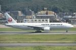 Izumixさんが、福岡空港で撮影した日本航空 777-246の航空フォト(写真)