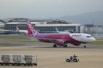 ゆなりあさんが、福岡空港で撮影したピーチ A320-214の航空フォト(写真)