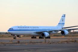 モモさんが、新千歳空港で撮影したクウェート政府 A340-542の航空フォト(飛行機 写真・画像)
