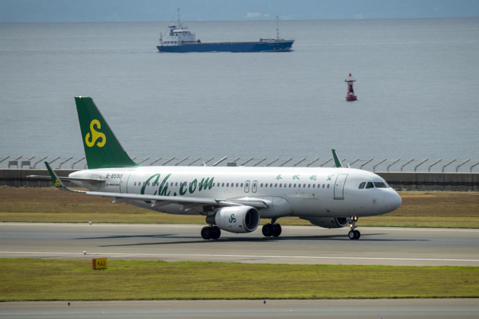 はやたいさんの春秋航空 Airbus A320 (B-8590) 航空フォト