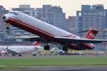 takaRJNSさんが、台北松山空港で撮影した遠東航空 MD-82 (DC-9-82)の航空フォト(写真)