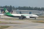 matsuさんが、シンガポール・チャンギ国際空港で撮影したエバー航空 777-F5Eの航空フォト(飛行機 写真・画像)
