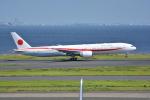 LEGACY-747さんが、羽田空港で撮影した航空自衛隊 777-3SB/ERの航空フォト(飛行機 写真・画像)