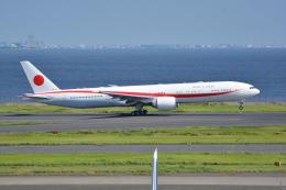 LEGACY-747さんが、羽田空港で撮影した航空自衛隊 777-3SB/ERの航空フォト(写真)