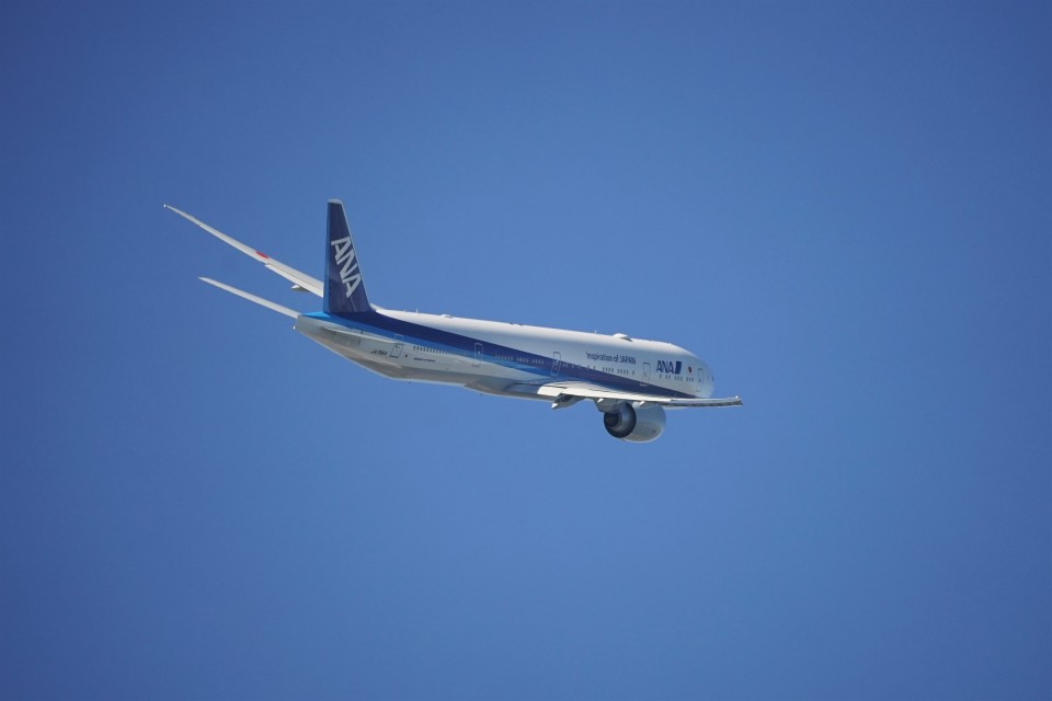 レドームさんの全日空 Boeing 777-300 (JA795A) 航空フォト