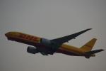 JA8037さんが、香港国際空港で撮影したDHL 777-FZNの航空フォト(写真)