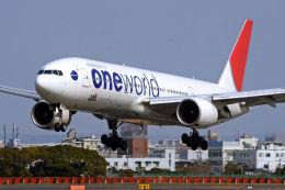 キットカットさんが、伊丹空港で撮影した日本航空 777-246の航空フォト(写真)