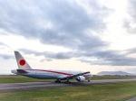 wildcookieさんが、函館空港で撮影した航空自衛隊 777-3SB/ERの航空フォト(写真)