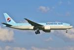 あしゅーさんが、福岡空港で撮影した大韓航空 777-2B5/ERの航空フォト(飛行機 写真・画像)