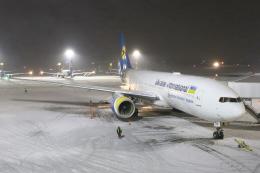 masa707さんが、ボルィースピリ国際空港で撮影したウクライナ国際航空 777-28E/ERの航空フォト(飛行機 写真・画像)