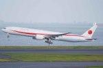 Re4/4さんが、羽田空港で撮影した航空自衛隊 777-3SB/ERの航空フォト(写真)