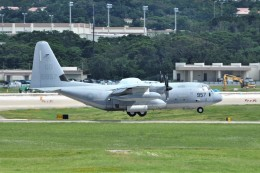 kumagorouさんが、嘉手納飛行場で撮影したアメリカ海兵隊 KC-130J Herculesの航空フォト(飛行機 写真・画像)
