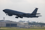 チャッピー・シミズさんが、嘉手納飛行場で撮影したアメリカ空軍 KC-135R Stratotanker (717-148)の航空フォト(飛行機 写真・画像)