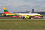 chrisshoさんが、シュトゥットガルト空港で撮影したエア・バルティック A220-300 (BD-500-1A11)の航空フォト(写真)