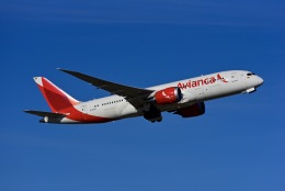 Frankspotterさんが、マドリード・バラハス国際空港で撮影したアビアンカ航空 787-8 Dreamlinerの航空フォト(飛行機 写真・画像)