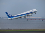 バンチャンさんが、羽田空港で撮影した全日空 767-381/ERの航空フォト(写真)