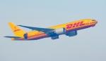 Seiiさんが、シンガポール・チャンギ国際空港で撮影したDHL 777-FZNの航空フォト(写真)