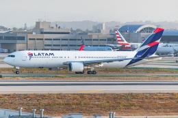 Tomo-Papaさんが、ロサンゼルス国際空港で撮影したラタム・エアラインズ・チリ 767-316/ERの航空フォト(飛行機 写真・画像)