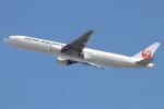 水月さんが、伊丹空港で撮影した日本航空 777-346の航空フォト(写真)
