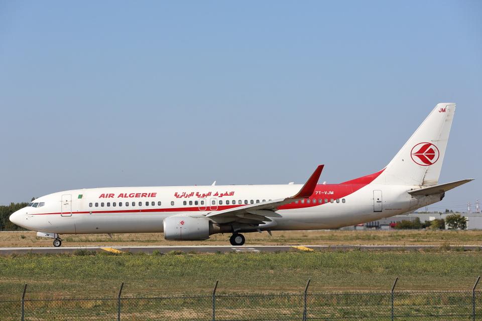 安芸あすかさんのアルジェリア航空 Boeing 737-800 (7T-VJM) 航空フォト