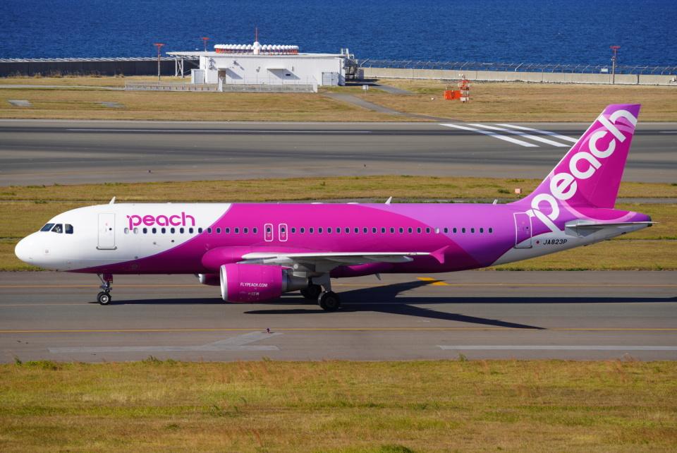 SFJ_capさんのピーチ Airbus A320 (JA823P) 航空フォト