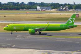 PASSENGERさんが、デュッセルドルフ国際空港で撮影したS7航空 A321-271Nの航空フォト(飛行機 写真・画像)
