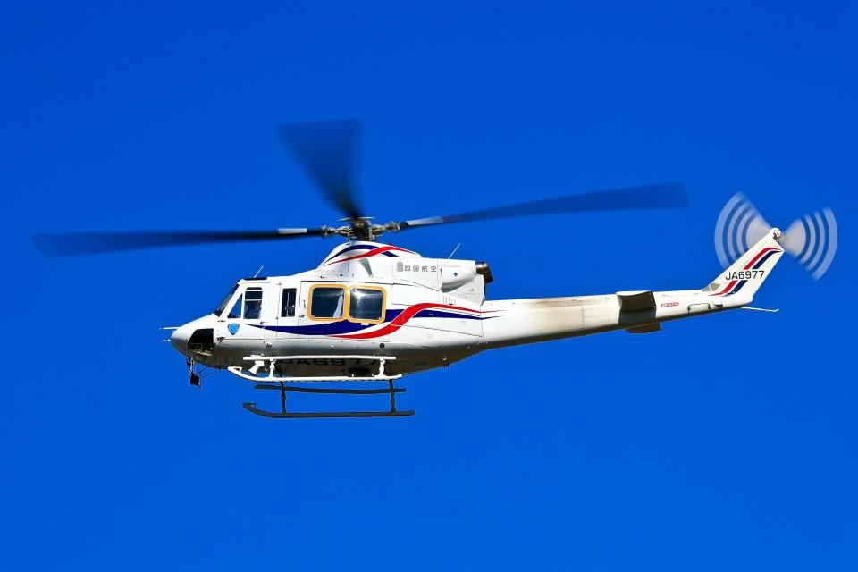 くれないさんの四国航空 Bell 412 (JA6977) 航空フォト