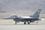 TAKA-Kさんが、ネリス空軍基地で撮影したアメリカ空軍 F-16CM-42-CF Fighting Falconの航空フォト(写真)