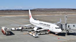 ライトレールさんが、釧路空港で撮影した日本航空 737-846の航空フォト(飛行機 写真・画像)