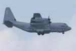 Koenig117さんが、嘉手納飛行場で撮影したアメリカ海兵隊 KC-130J Herculesの航空フォト(写真)