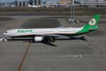 TIA spotterさんが、羽田空港で撮影したエバー航空 A330-302の航空フォト(写真)