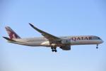 安芸あすかさんが、ロンドン・ヒースロー空港で撮影したカタール航空 A350-941XWBの航空フォト(写真)
