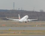まひろさんが、新千歳空港で撮影した日本航空 737-846の航空フォト(飛行機 写真・画像)