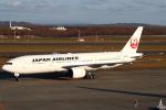 セブンさんが、新千歳空港で撮影した日本航空 777-246の航空フォト(飛行機 写真・画像)