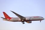 安芸あすかさんが、ロンドン・ヒースロー空港で撮影したエア・インディア 787-8 Dreamlinerの航空フォト(写真)