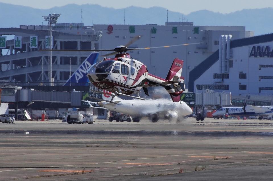 mild lifeさんの読売新聞 Eurocopter EC135/635 (JA02YP) 航空フォト