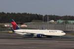 KAZFLYERさんが、成田国際空港で撮影したデルタ航空 767-332/ERの航空フォト(飛行機 写真・画像)