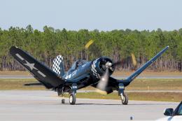 AkiChup0nさんが、ペンサコーラ海軍航空ステーションで撮影したGoodyear F4U Corsairの航空フォト(飛行機 写真・画像)