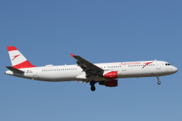 安芸あすかさんが、ロンドン・ヒースロー空港で撮影したオーストリア航空 A321-111の航空フォト(飛行機 写真・画像)