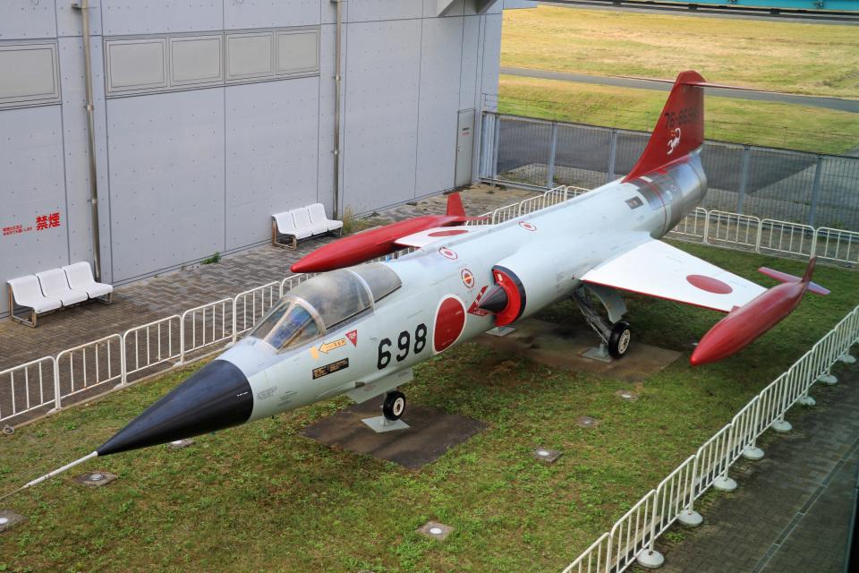 Wasawasa-isaoさんの航空自衛隊 Mitsubishi F-104 (76-8698) 航空フォト