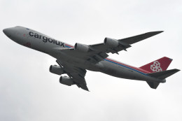 kuro2059さんが、香港国際空港で撮影したカーゴルクス 747-8R7F/SCDの航空フォト(写真)